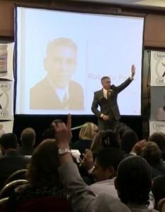 Roberto Pérez dictando un Seminario sobre LIDERAZGO en Convención en México